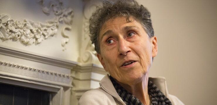 Σίλβια Φεντερίτσι: Έμφυλη βία και Κοινωνική Αναπαραγωγή την εποχή της πανδημίας