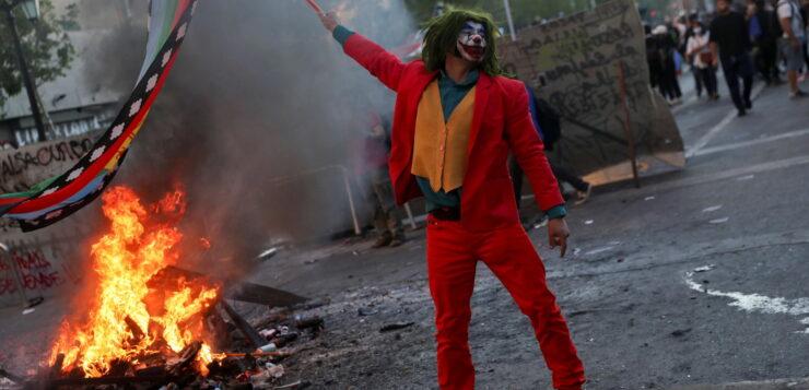 «Τα τέρατα κάνουν βόλτες στη Χιλή»: 2 χρόνια από τη λαϊκή εξέγερση